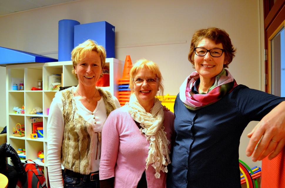 Dette er et illustrasjonsbilde tatt av tre av de ansatte i sektor for familie og helse. Fra venstre står Lill Hege Bjørklund, Vera Sæter og Åse Rommetveit.