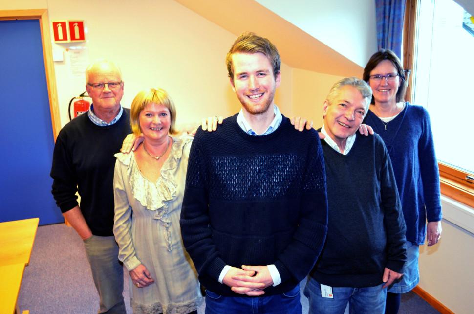Dette er et illustrasjonsbilde som viser noen av de ansatte i økonomistaben. Fra venstre står Tor Morten Nees, Martha Eva Vold, Ole Gjermund Rønes, Svein-Tore Holen og Anne Hulleberg.